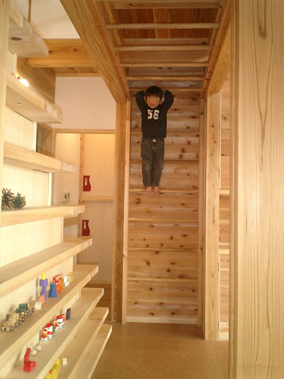 登り棒と雲梯の家   田村建築設計工房